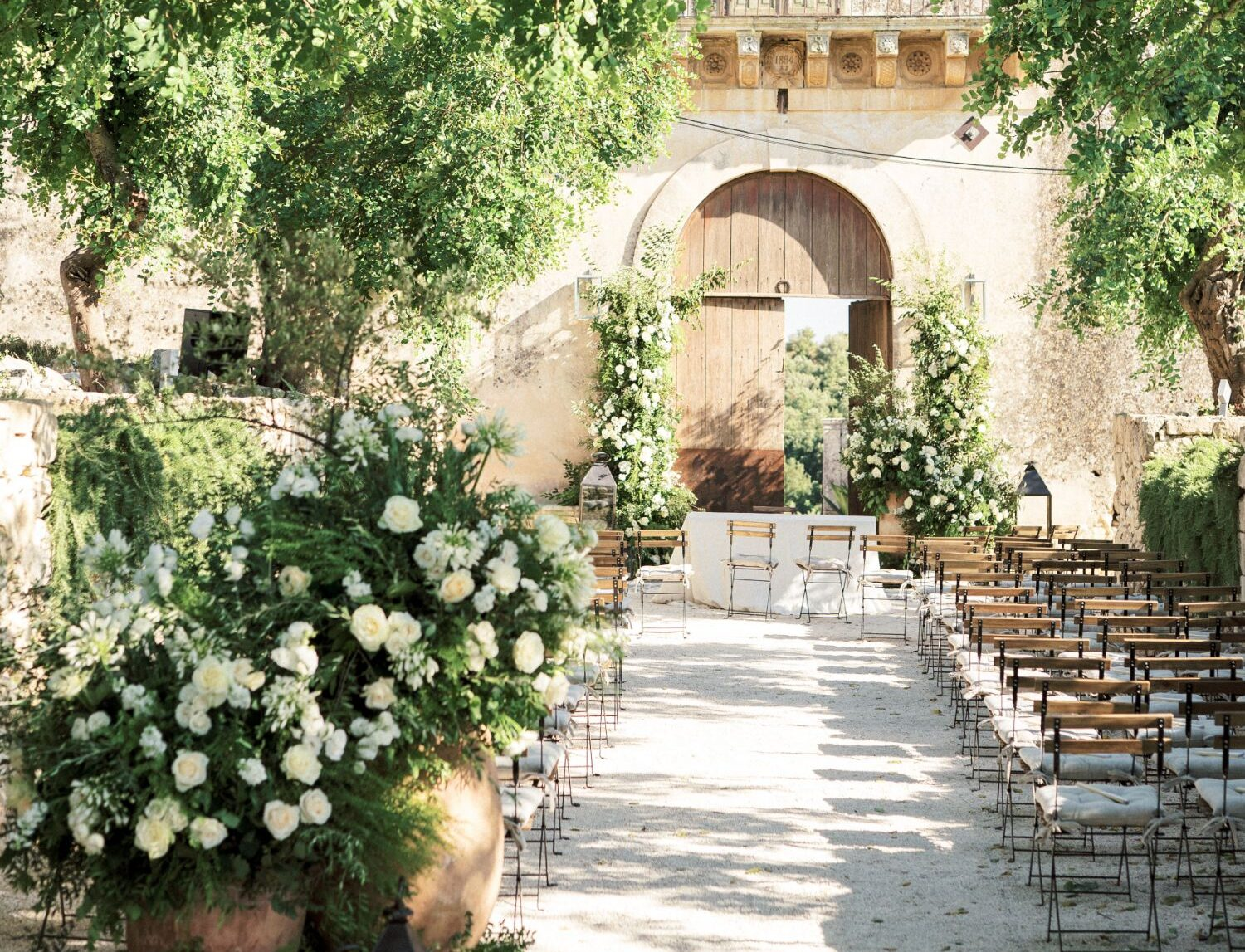 destination wedding in Italy - fine art decorated wedding venue for a wedding in Tuscany